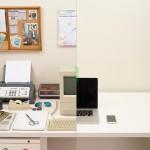 La evolución del escritorio de trabajo a través del tiempo, del papel a lo digital en la era virtual